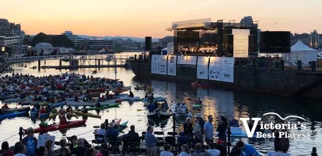 Symphony Splash Inner Harbour at Dusk
